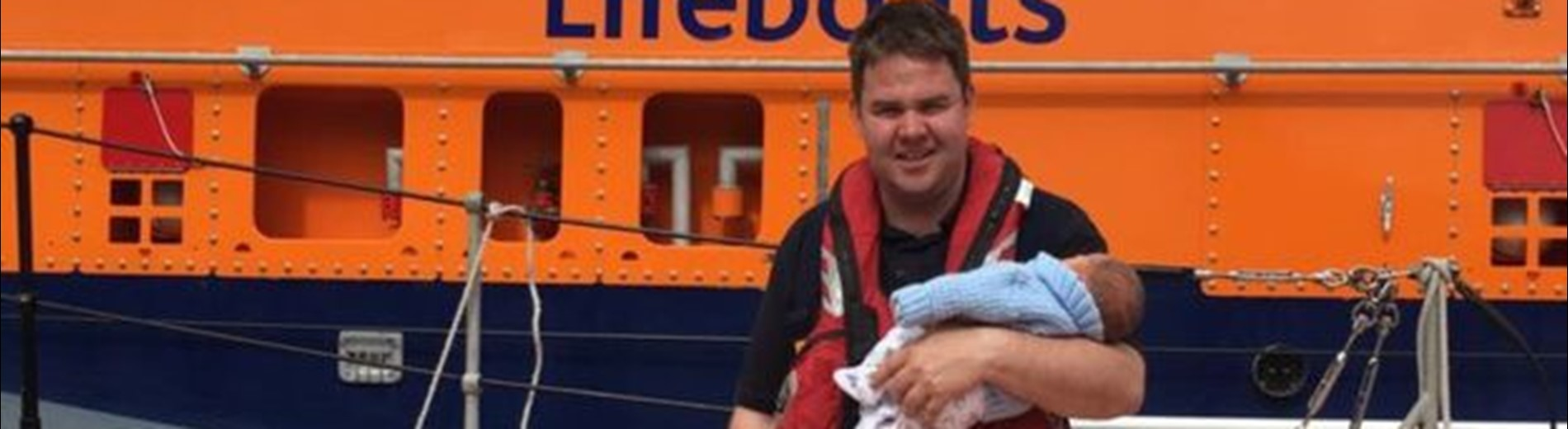 Ruaridh Brown: Father saves baby son's life with CPR